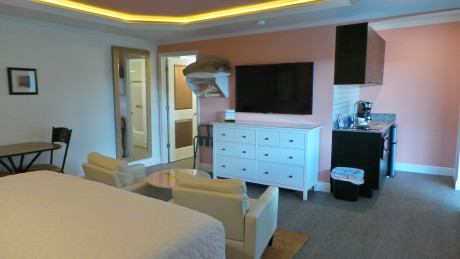 Deluxe King with Kitchenette